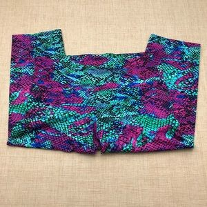 Onzie M/L Bright Snakeskin Print Capri Leggings